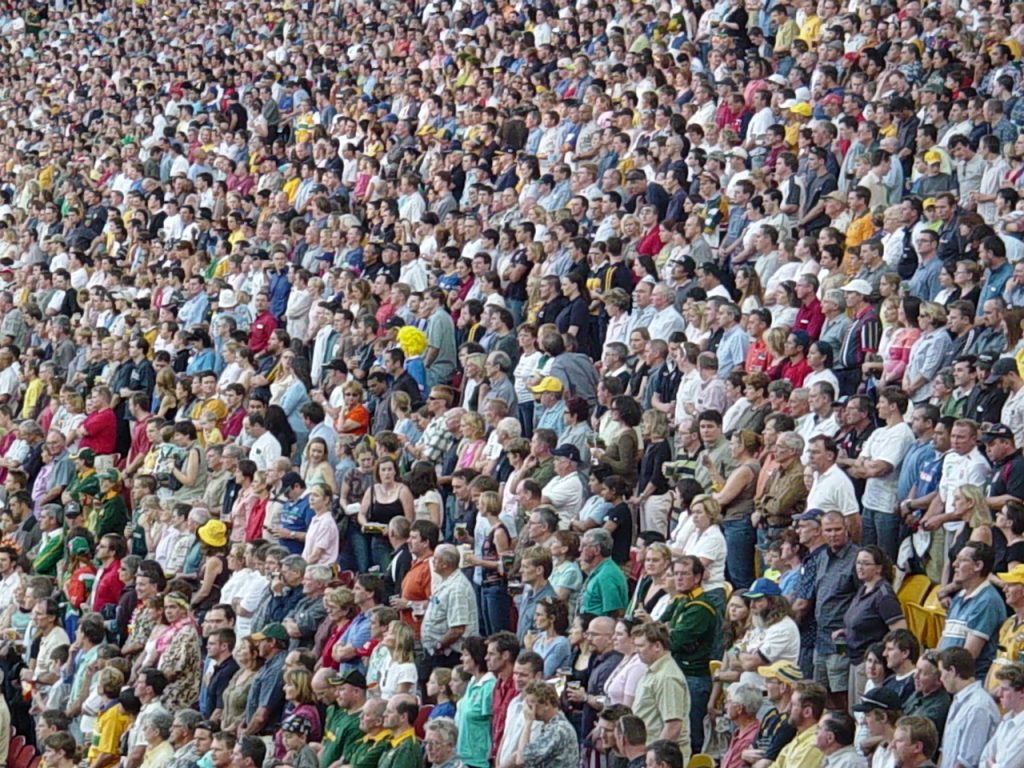 rugby-crowd-in-stand-1479950-1280x960