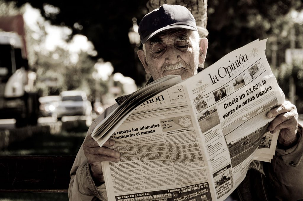 1200px-2012_newspaper_reader_Santa_Cruz_Argentina_7133646327