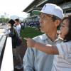 お父さんの隣で競馬新聞を見ながら言った、子どものひと言にビックリ!